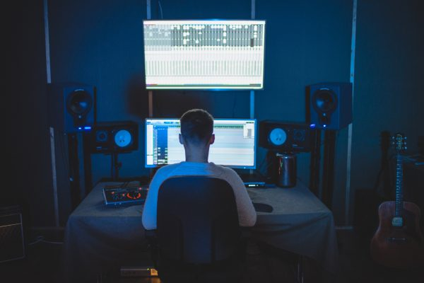 praca cyfrowego producenta muzycznego